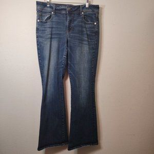American Eagle Medium Wash Kickboot Denim Jeans 14